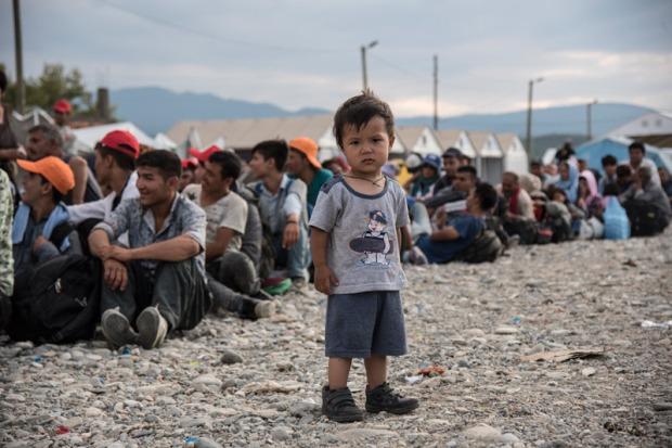 boy-standing-in-refugee-camp-in-gevgelija-serbia-dsc_8453